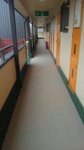 枚方市Mハイツ廊下・階段長尺シート貼付け工事