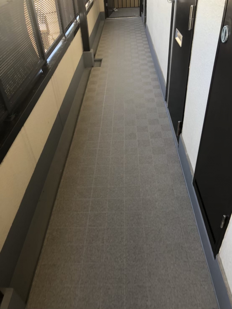 枚方市Mハイツ 廊下長尺シート改修工事の施工後